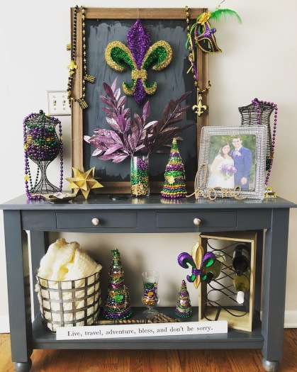 mardi gras console table decor | deniseadelek.wordpress.com